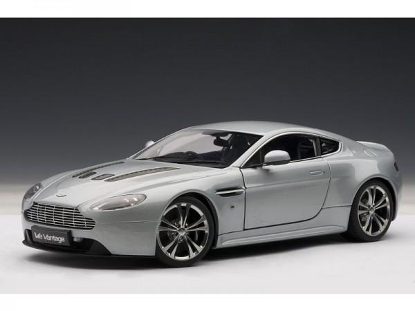 Auto Art Aston Martin V12 Vantage silber