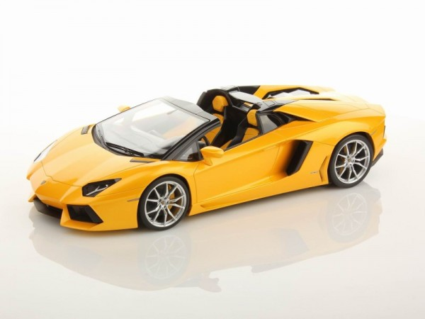 MR Models Lamborghini Aventador LP700-4 Roadster GIALLO ORION