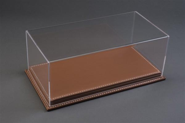 Vitrine Mulhouse für 1:12 Modelle Acrylhaube mit Leder Bodenplatte braun L510xB240xH180mm