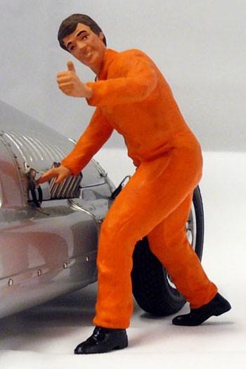 figurenmanufaktur Figur 1:18 Mechaniker Daumen hoch, orangener Overall