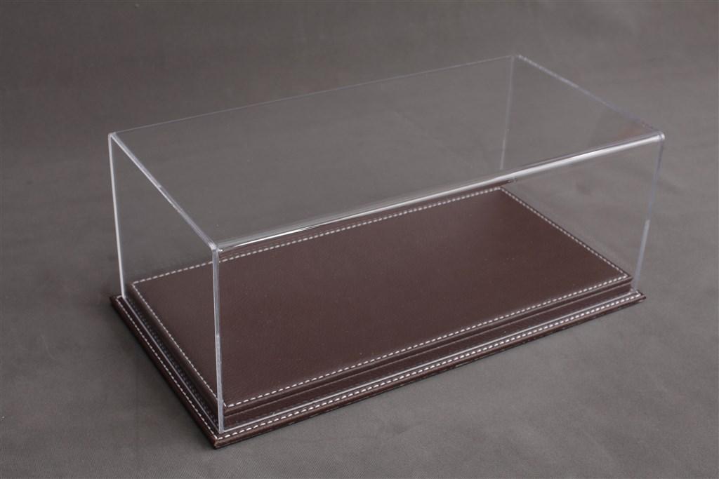 vitrine mulhouse f r 1 12 modelle acrylhaube mit leder bodenplatte braun l510xb240xh180mm. Black Bedroom Furniture Sets. Home Design Ideas