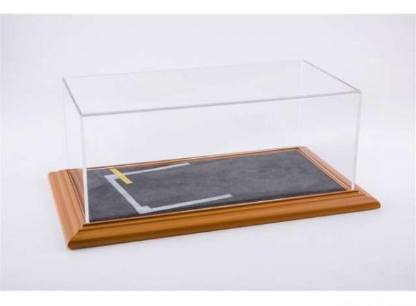"""Diorama Vitrine für 1:18 Modelle Acrylhaube mit """"Starting Grid"""" Bodenplatte cherry Limited Ed. 200"""