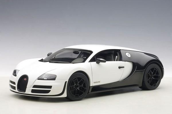 Auto Art BUGATTI VEYRON SUPER SPORT PUR BLANC EDITION 2012 (MATT WHITE/BLACK CARBON)