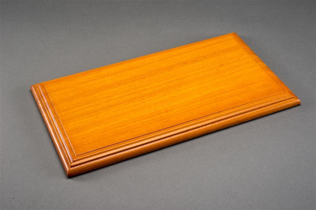 vitrine aichi f r 1 18 modelle acrylhaube mit holz bodenplatte kirsche l325xb165xh125mm. Black Bedroom Furniture Sets. Home Design Ideas