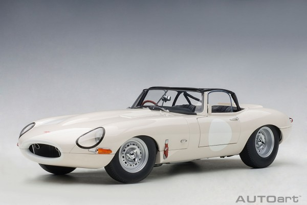Auto Art JAGUAR LIGHTWEIGHT E-TYPE 2015 (WHITE) 1/18
